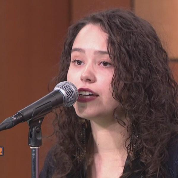 3-27-15 Hannah Kirby The Voice Constestant_109259