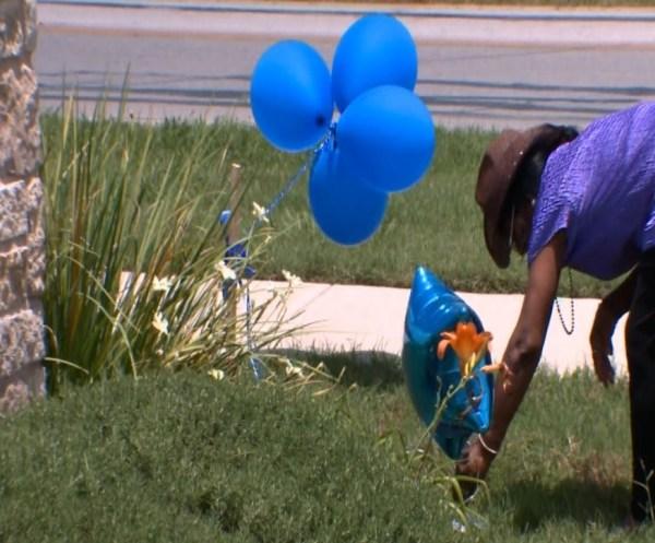 Hutto Blue Balloons_145439