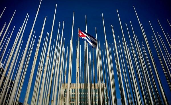 Cuban flag at embassy_153959