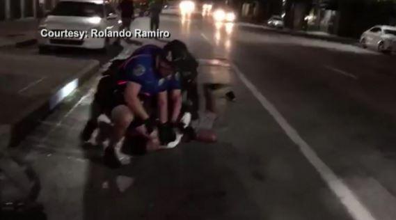 Police arrest the plaintiffs on Sixth St. (Rolando Ramiro Photo)_244657