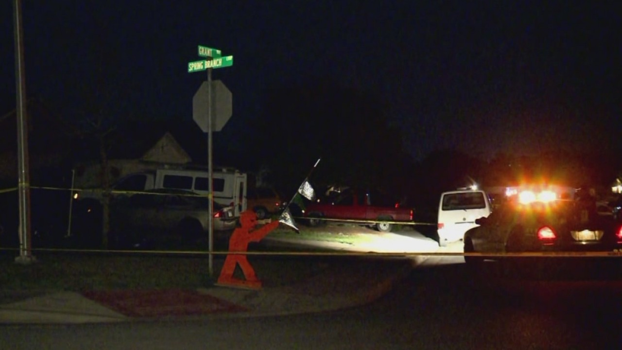 Police on the scene of a murder on Grant Way in Kyle (Photo: Marc Suarez/KXAN)