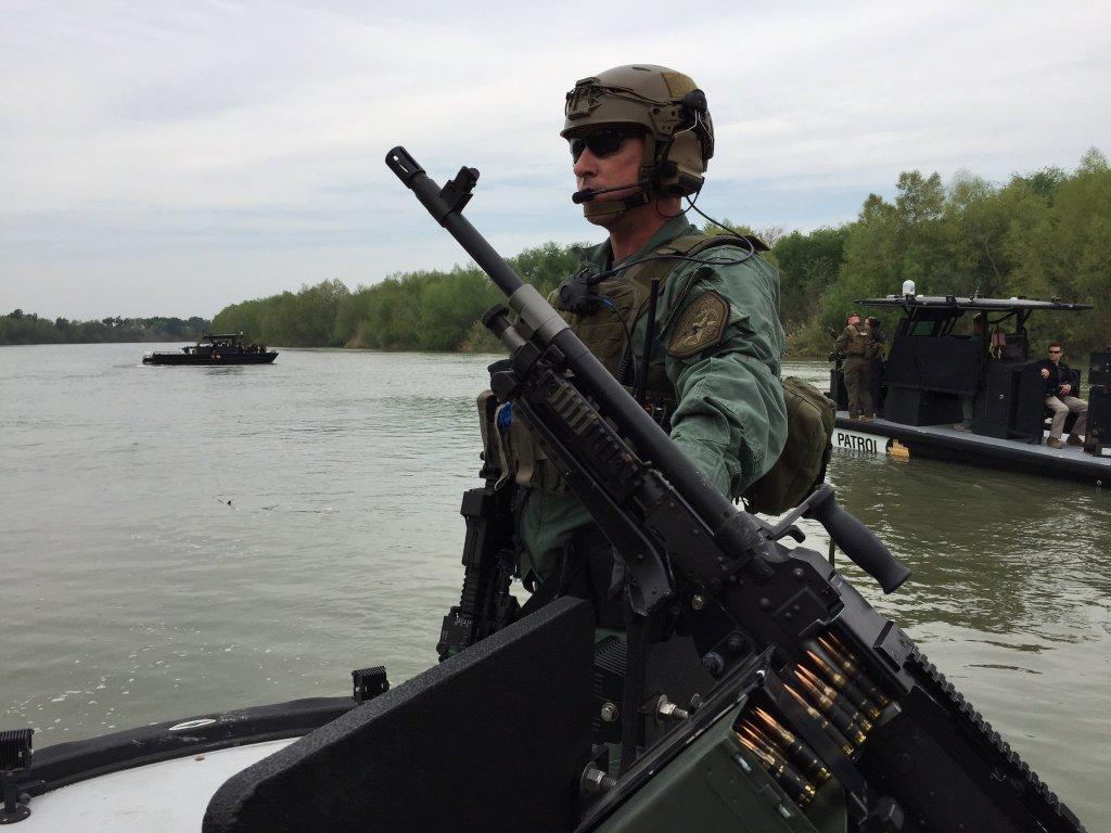 Trooper on border_255265