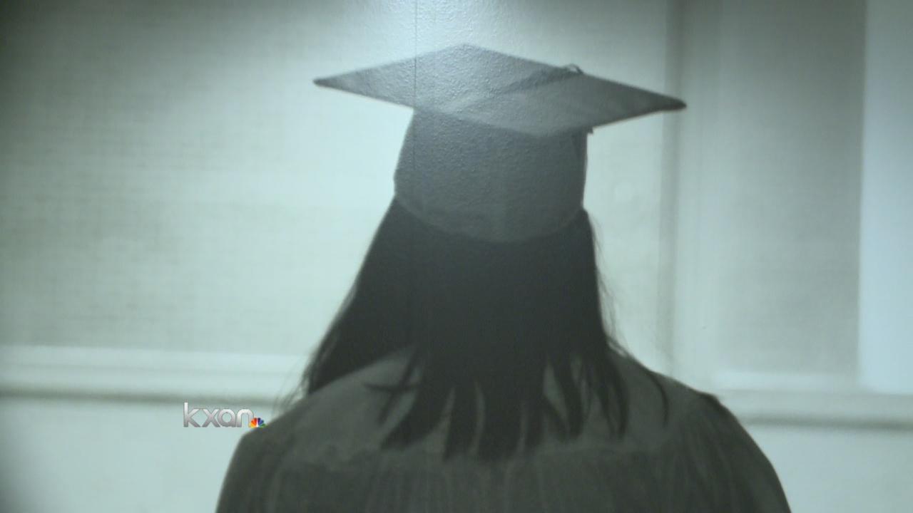 Graduates graduation cap and gown_145570