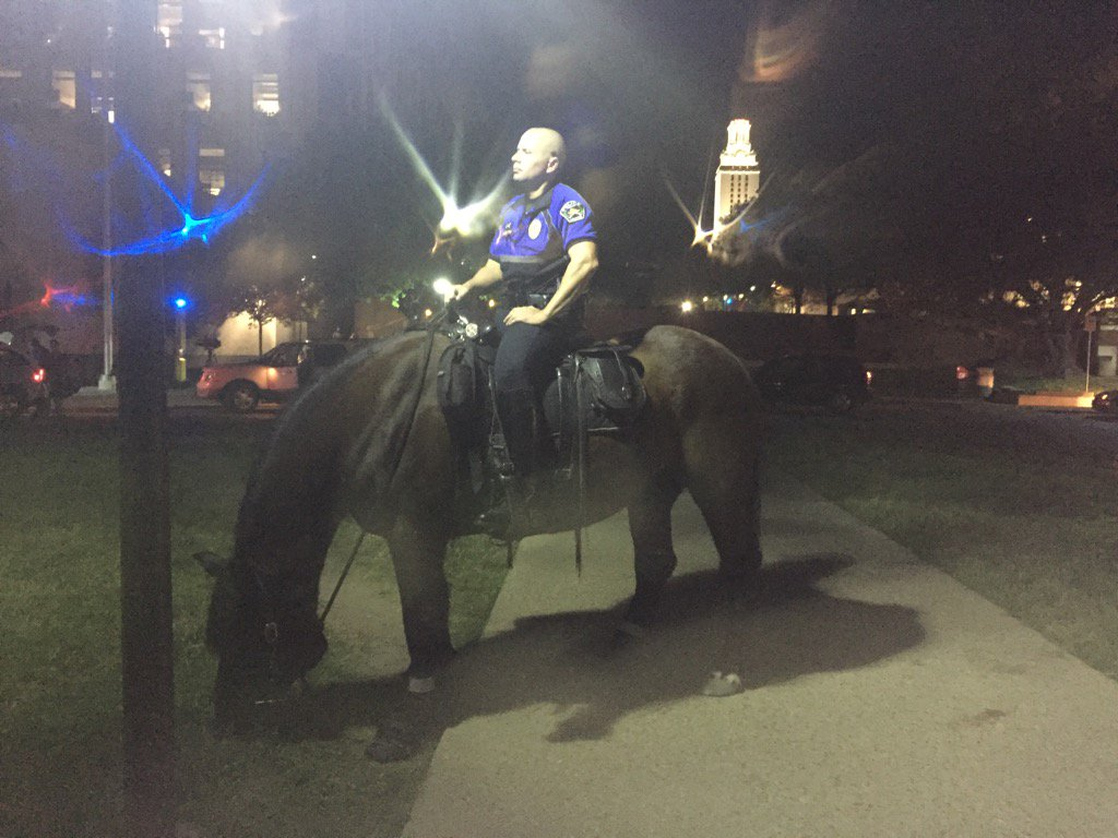 Austin police patrol the UT campus on horseback_268101