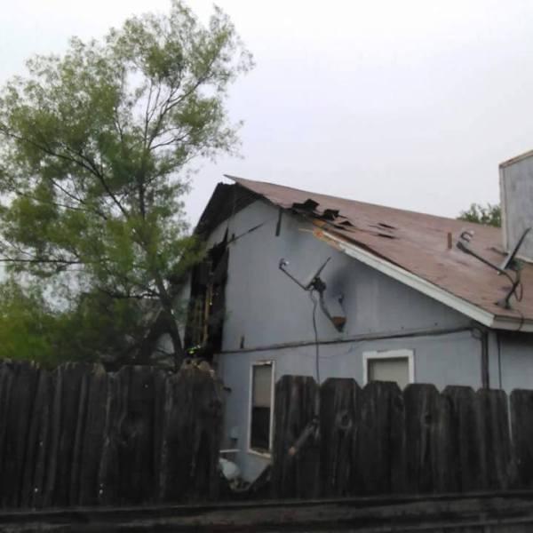 Roundrock House struck by lightning_272592
