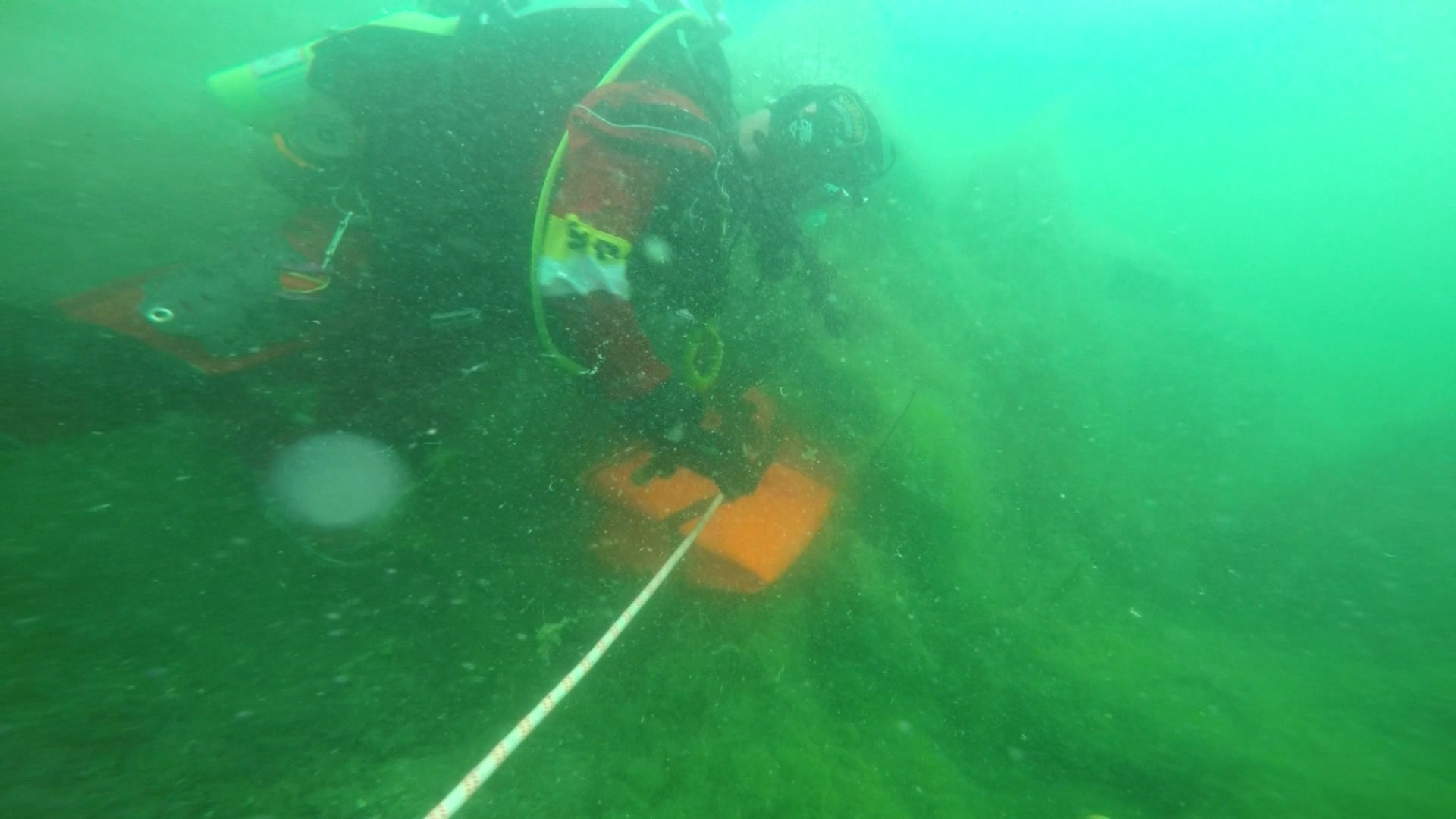 Crews searching in the depths of Lake Travis. (KXAN Photo/Tom Rapp)