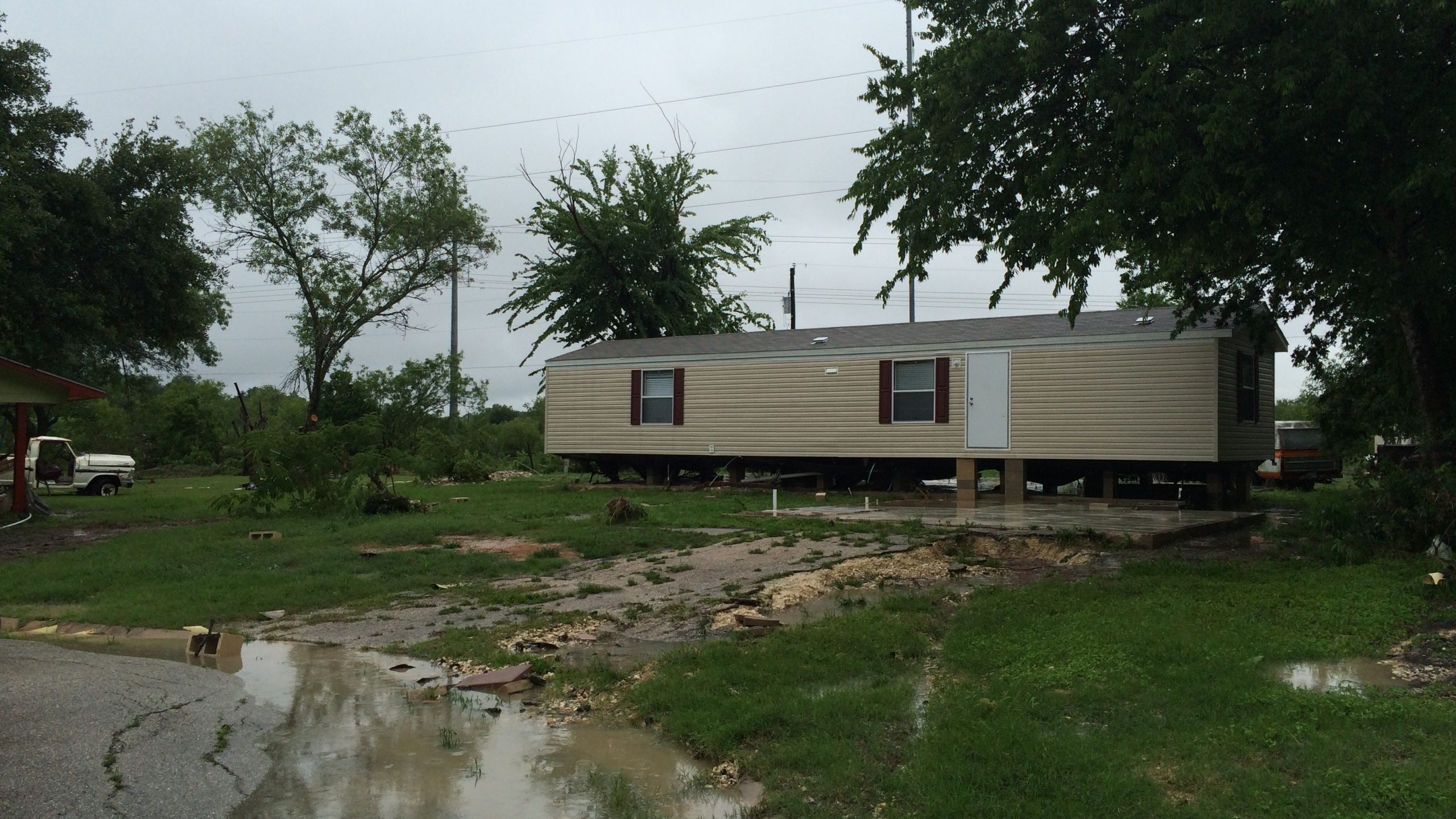 Thoroughbred Farms home damaged by severe weather (KXAN Photo_ Kylie McGivern)_291426