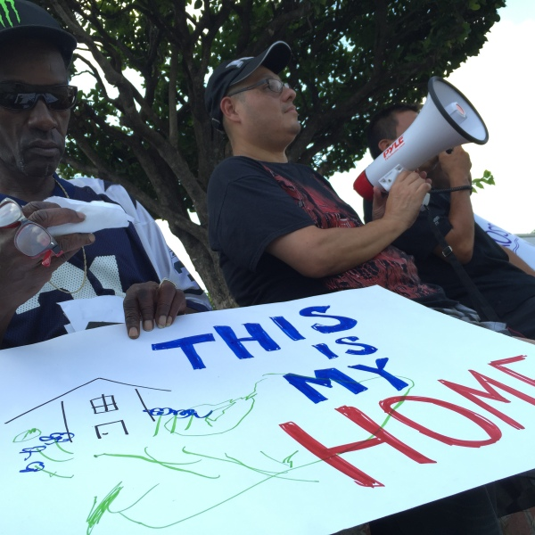 Protests at Cross Creek Apartments on June 29, 2016_306131
