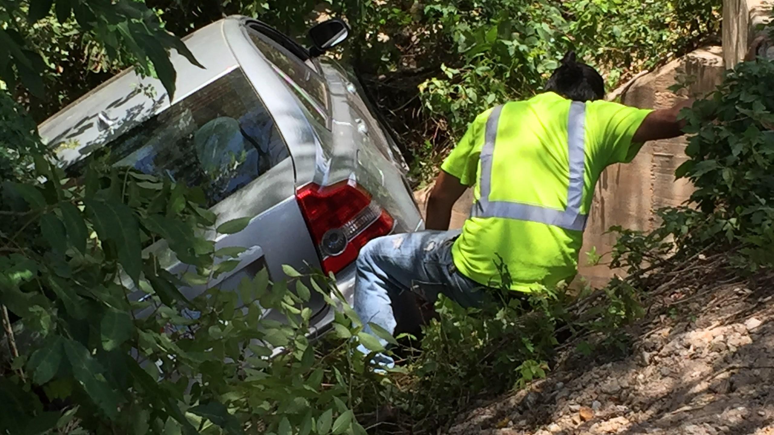 Car crashed into creek on O'Neal Lane_301824