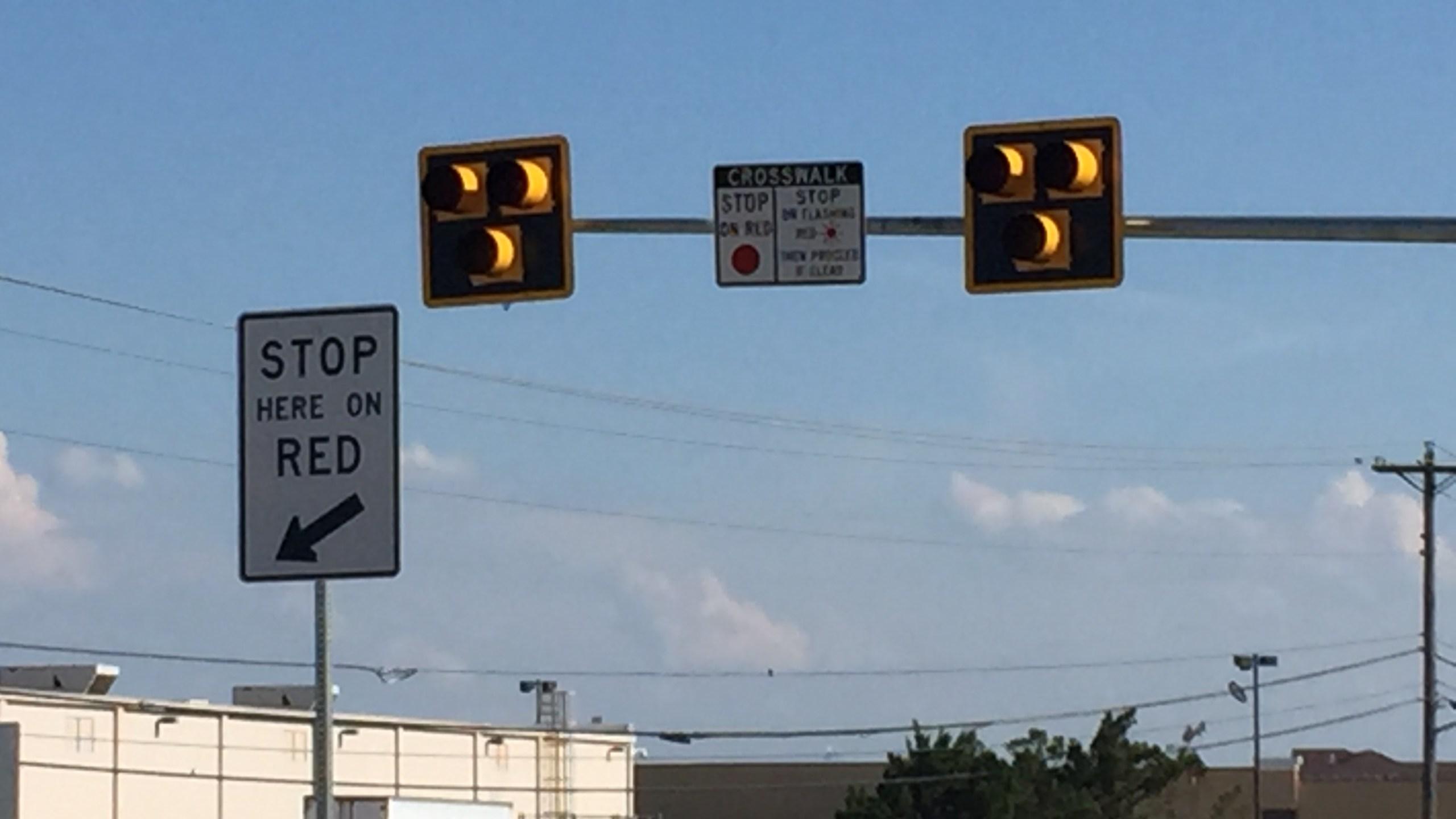Pedestrian hybrid beacon on N. Lamar Blvd._306650