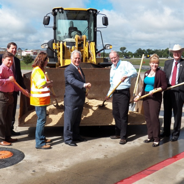 Groundbreaking ceremony held for SH 71 overpass at SH 95_293992