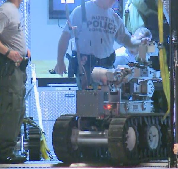 Austin police bomb squad on Gantry Drive in Pflugerville, responding to suspicious package_297208