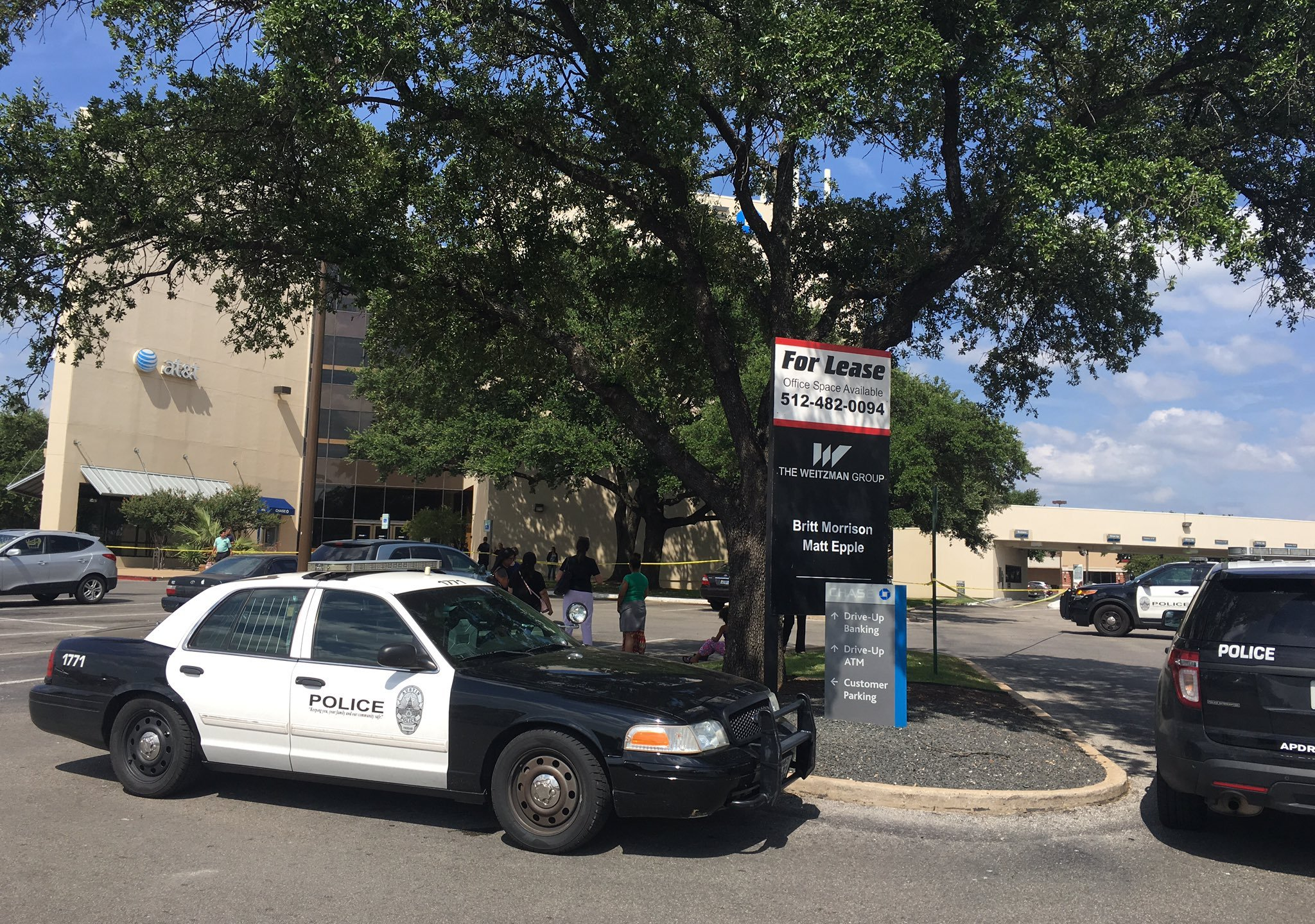 Chase Bank building evacuated in the 5000 block of I-35 due to a suspicious package, on July 5, 2016_308150