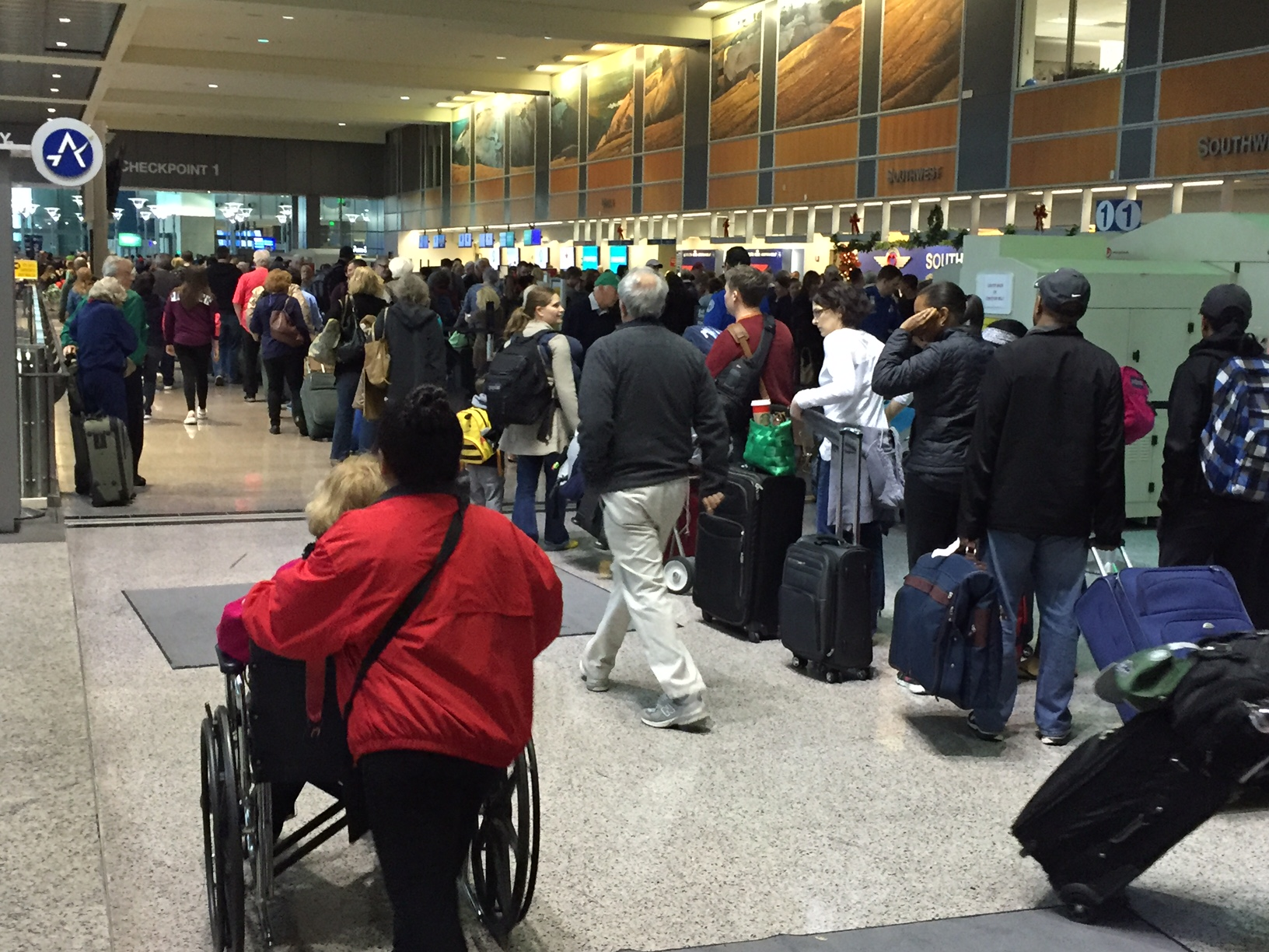 Long lines at Austin-Bergstrom International Airport on Sun. December 27 (Photo_ Frank Martinez_KXAN)_222039