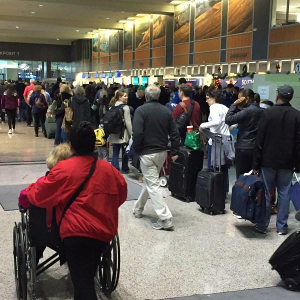 Long lines at Austin-Bergstrom International Airport on Sun. December 27 (Photo_ Frank Martinez_KXAN)_222039