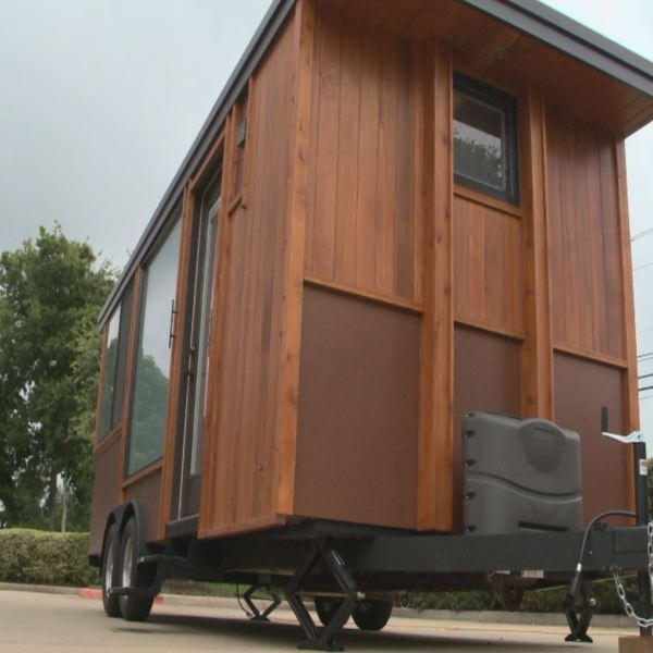 Austinites toured a 160 square foot home Saturday, August 20, 2016._337146