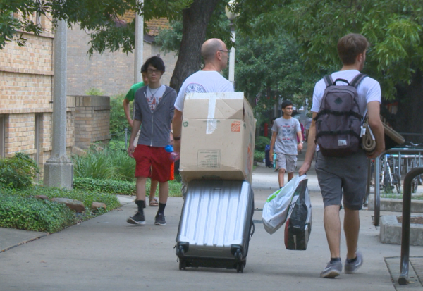 UT students move-in with flood concerns_337168
