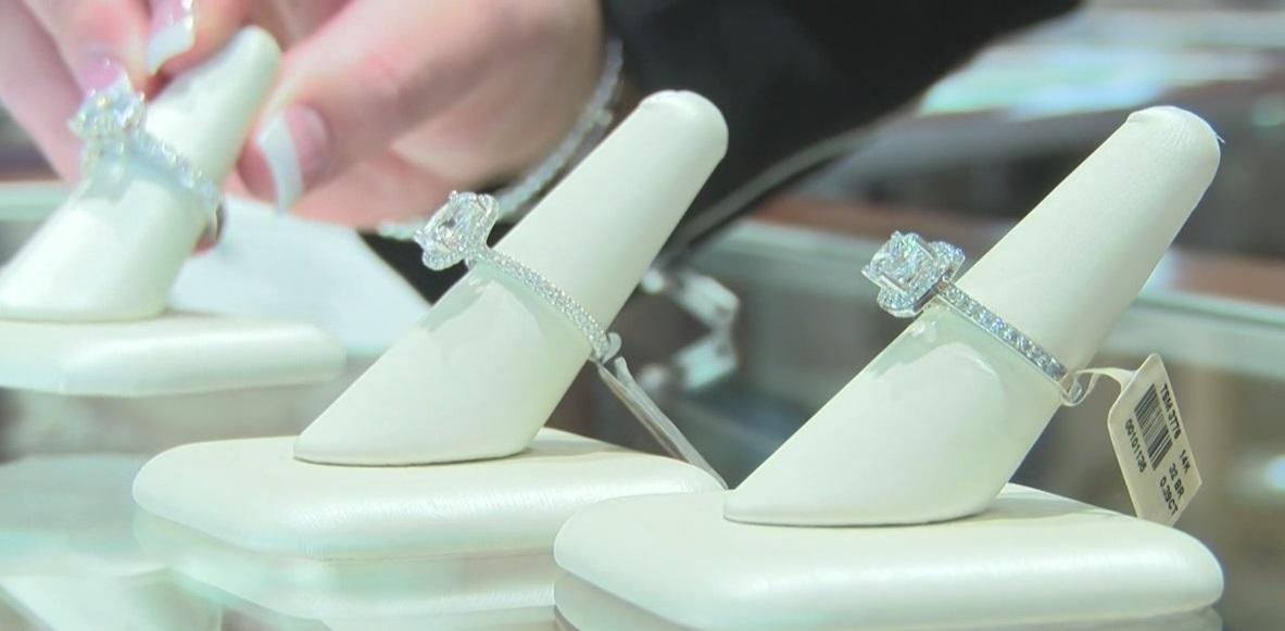 Engagement ring, shotgun wedding_365439