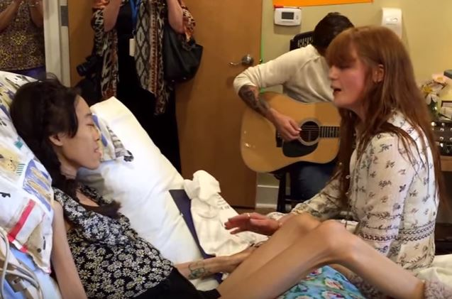 Karinya Chen and Florence Welch in May 2016_357570