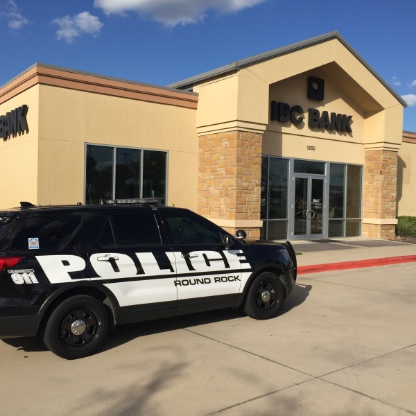 A robbery occurred at the IBC Bank in Round Rock Saturday afternoon. (KXAN Photo_Todd Bailey)_362026
