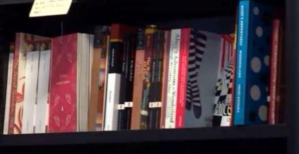 Library shelf_361808