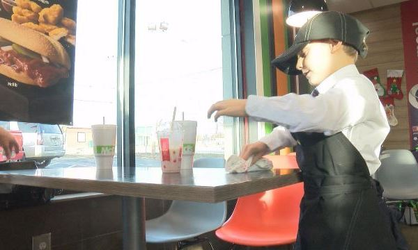 7-year-old gets a job at McDonald's to buy presents for other kids_390448