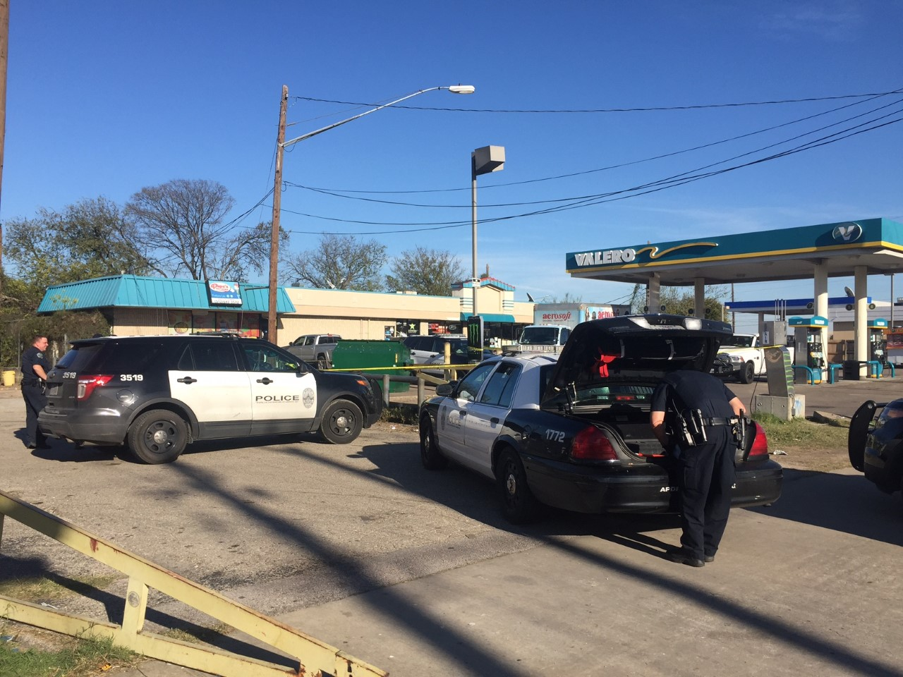 Police respond to a stabbing at the Valero gas station on I-35 and East St. John's Avenue_386413