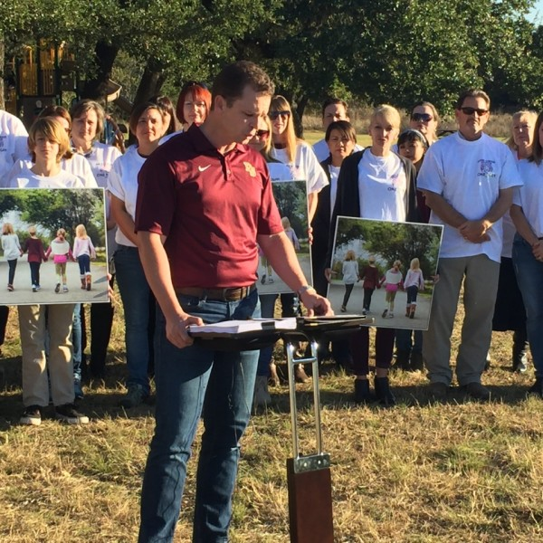 Dripping Springs ISD parents gather to show support for elementary transgender student_386529