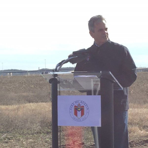 Mayor Steve Adler speaking to East Austin members about future plans for HEB in Del Valle, Jan. 28, 2017. (KXAN Photo _ Kyle Kovilaritch)_405843