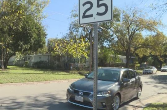 25 mph speed limit sign in Austin neighborhood_416484