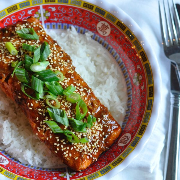 hot-honey-and-sriracha-salmon-recipe3_413040