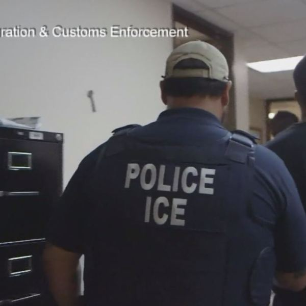 Ice Officers dealing with immigrants_409392