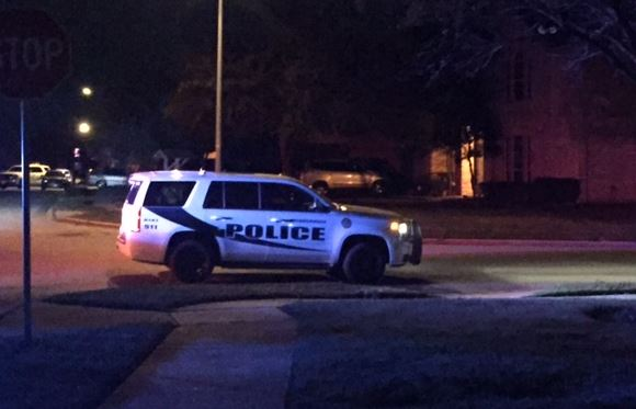 Pflugerville police ask neighbors to stay inside in the Mountain Creek subdivision_436993