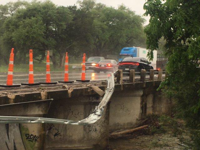 Missing bridge rail on WB US 290 and Williamson Creek near Oak Hill (Texas Department of Transportation photo)_452698