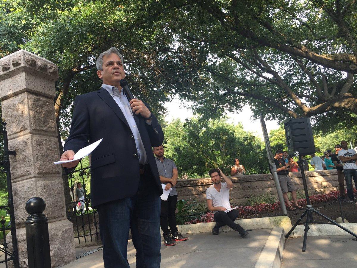 Austin Mayor Steve Adler speaks at the Capitol on June 12, 2016._298254
