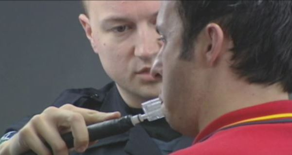 Breathalyzer test being done by Austin officer (KXAN photo)_488087