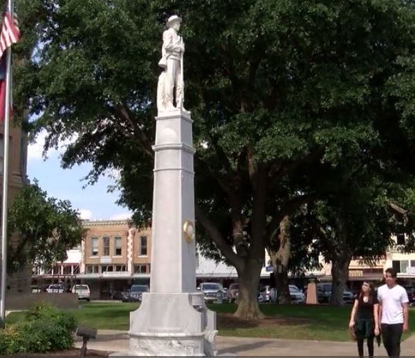 Confederate statue in Georgetown's Town Square_486600