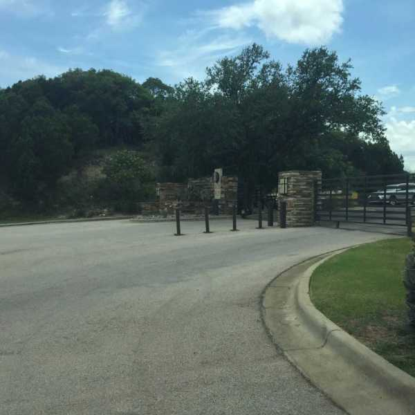 The gated community where a man in his 20s fell 30 feet from scaffolding on June 26, 2017_496058