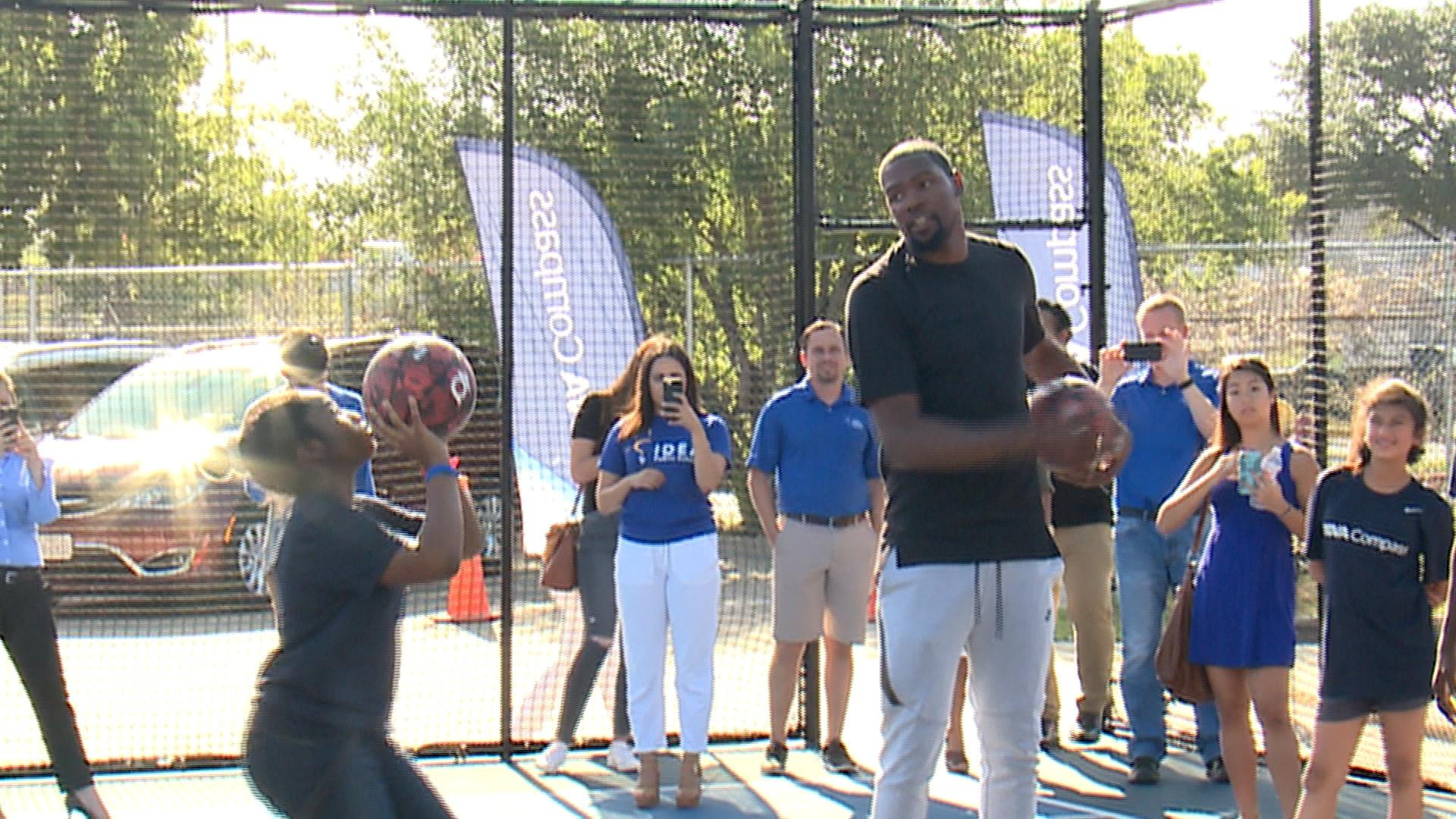 Kevin Durant coaching kids from IDEA Rundberg Middle school. ( KXAN Photo/ Todd Bailey).