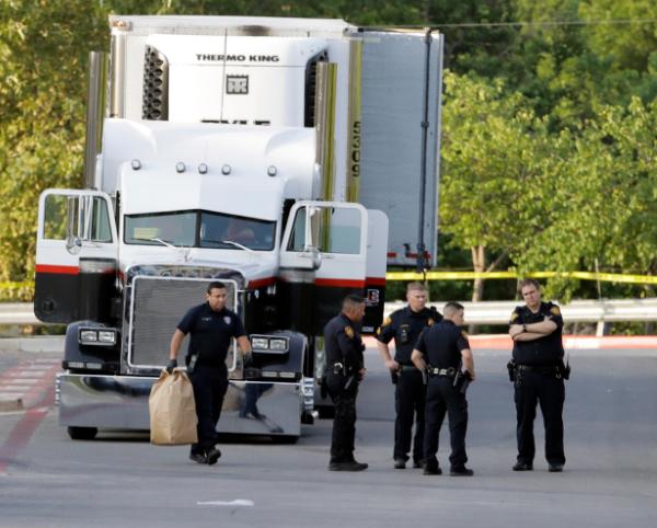 10 found dead in a trailer in San Antonio_511989