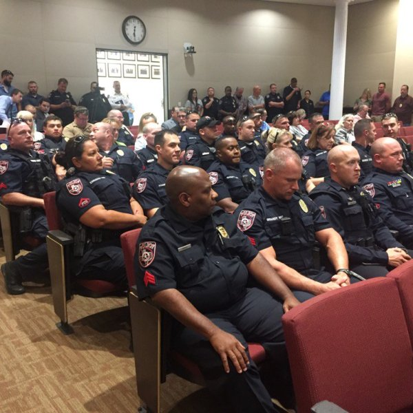 Cedar Park police officers attend City Council meeting where members are discussing Greg Kelley case_523739