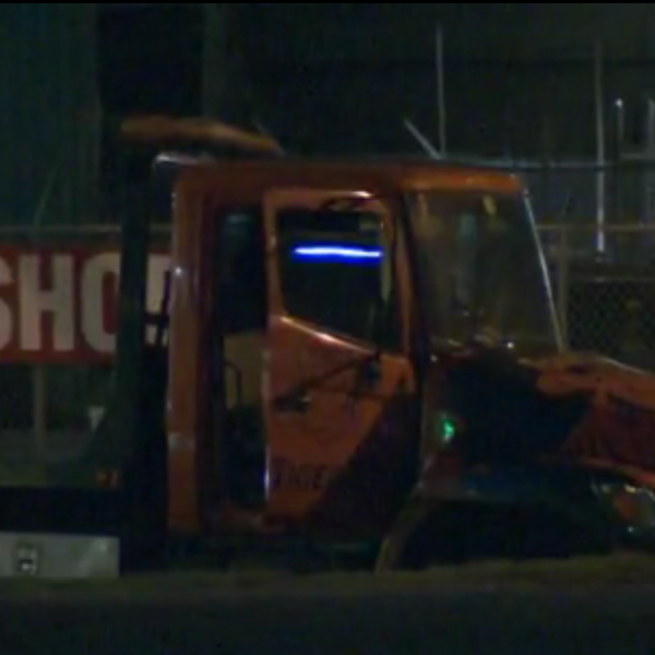 Couple steals tow truck in Austn_542220