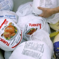 Food Bank Hands Out Turkeys Ahead Of Thanksgiving_580210