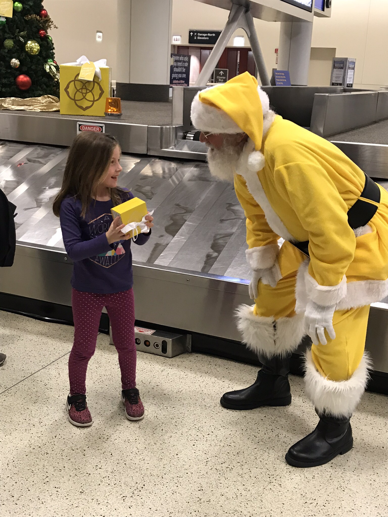 Child receives a Kendra Scott surprise gift box at Chicago Midway. (Courtesy: Kendra Scott)