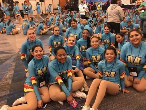 Manor cheerleaders_586273