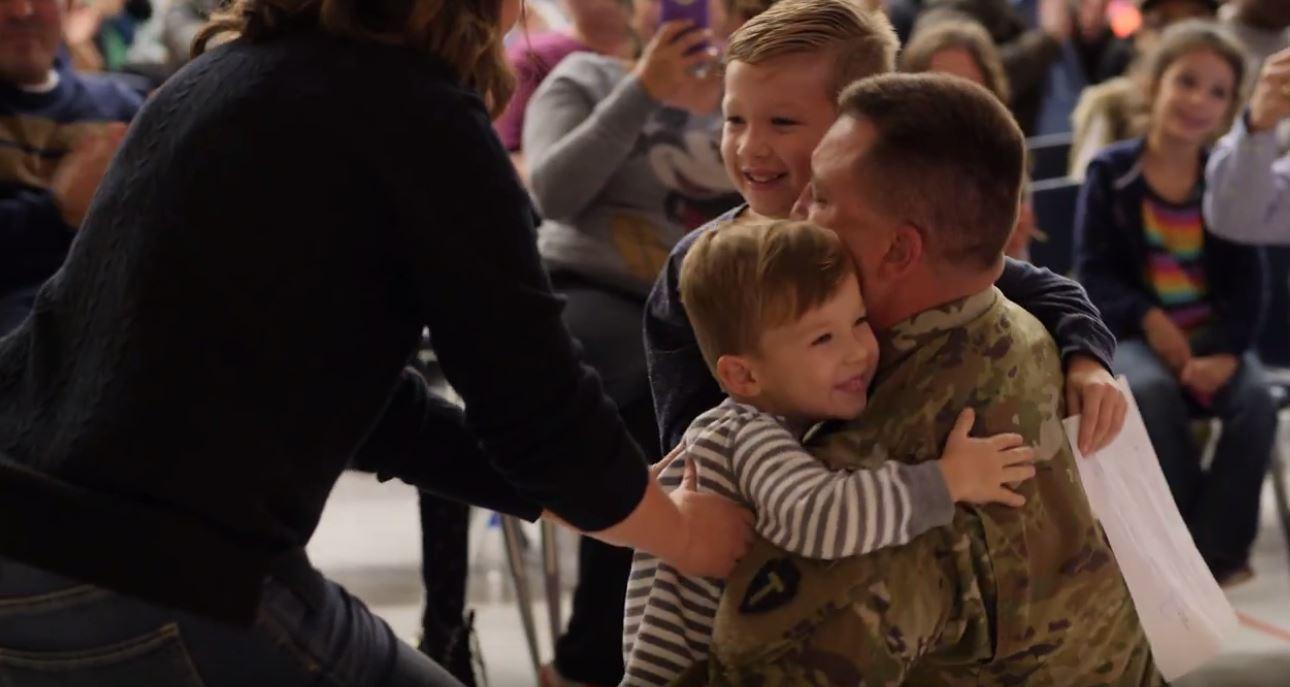 soldier surprises sons_578959