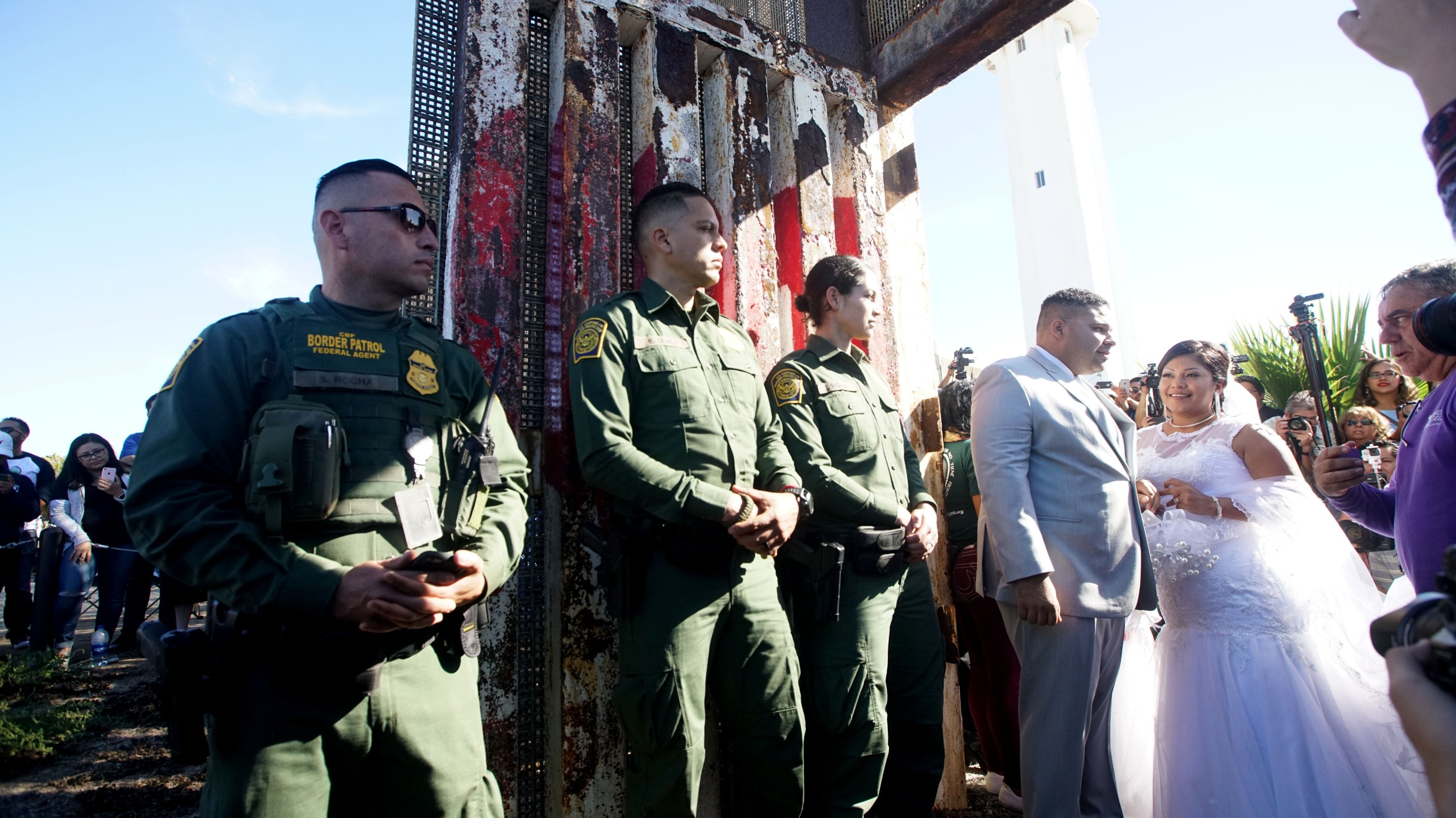 Park On U.S. - Mexican Border Opens Border Fence For Families And Friends To Visit Each Other_602787