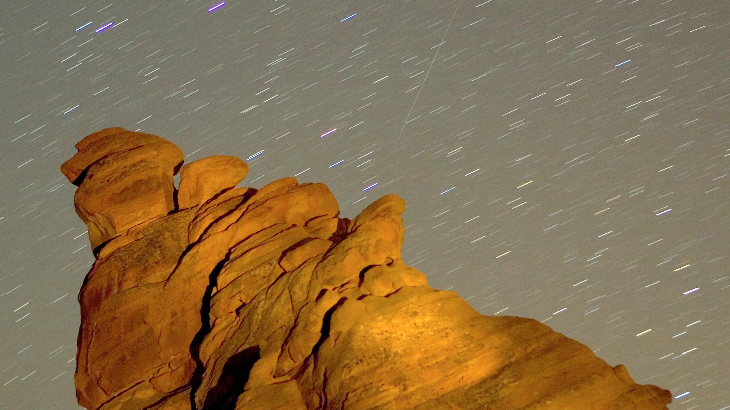 Annual Geminid Meteor Shower_597228