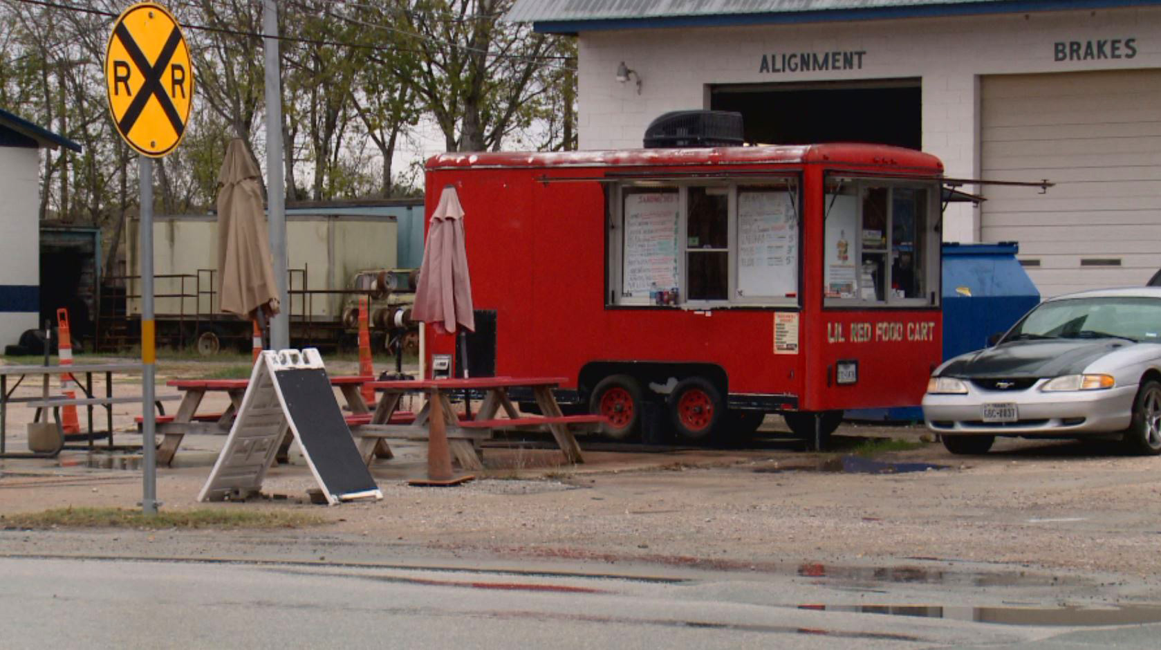 Lil Red Food Cart at the corner of Lexington and Parsons Street in downtown Manor. (KXAN Photo)