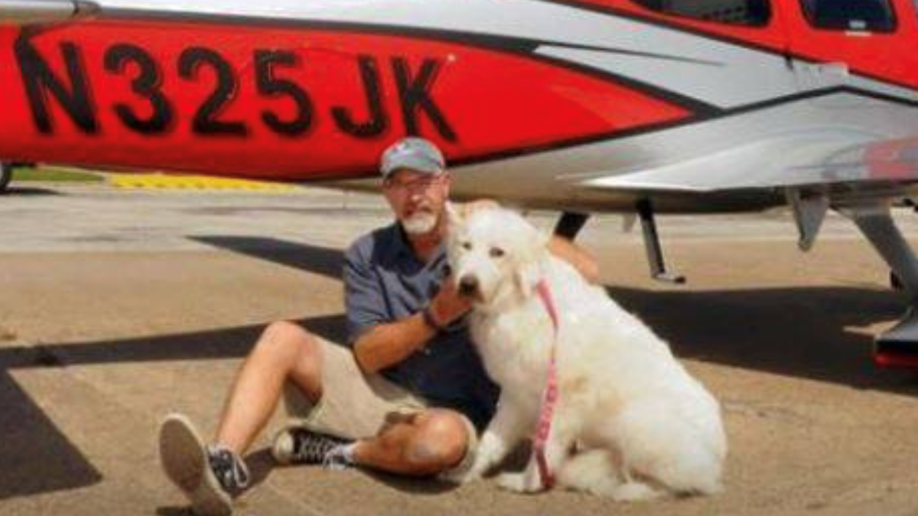 Bill Kinsinger with one of the dogs he rescued. (Courtesy: Pilots N Paws and Spay it Forward)